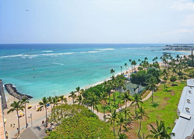 Beautiful Ocean view from balcony - Beachfront location with GREAT view! Washer/dryer,  A/C, WiFi, sleeps 4. - Waikiki - rentals