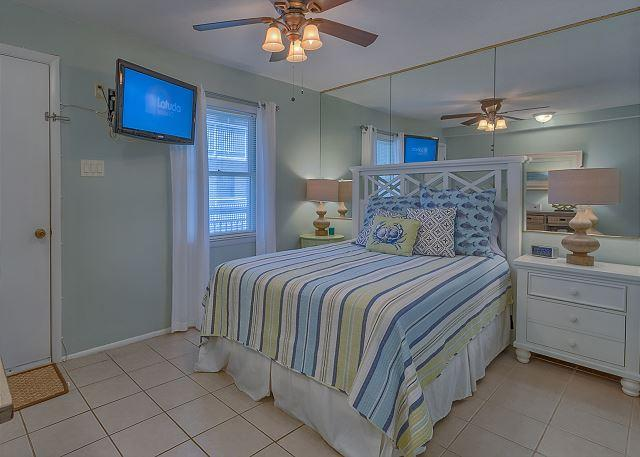 Master Bedroom with Queen bed & Flat Screen TV - 1 Bedroom Pool & Ocean View Villa with Spectacular Views! - Hilton Head - rentals