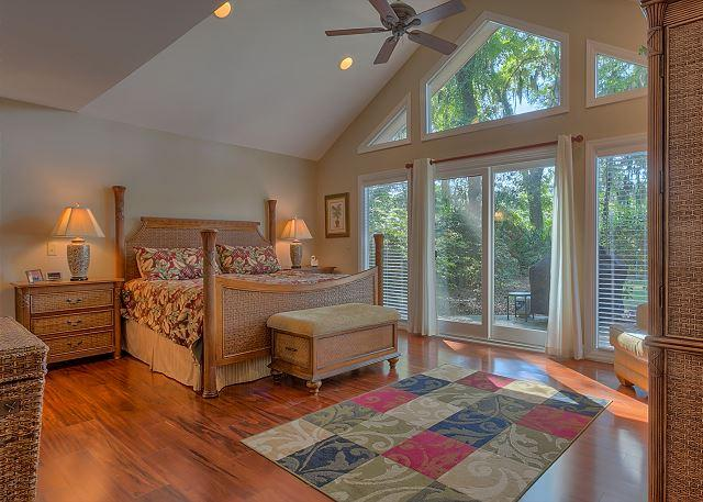 Master Suite with King bed, Flat Screen TV & Private Bath - 4 Bedroom Home on Harbour Town Course w/ Private Pool & Easy Bike to Beach! - Hilton Head - rentals