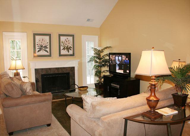 Living Room - Beautiful 2 Bedroom Evian Villa overlooking Golf & Lagoon - Hilton Head - rentals