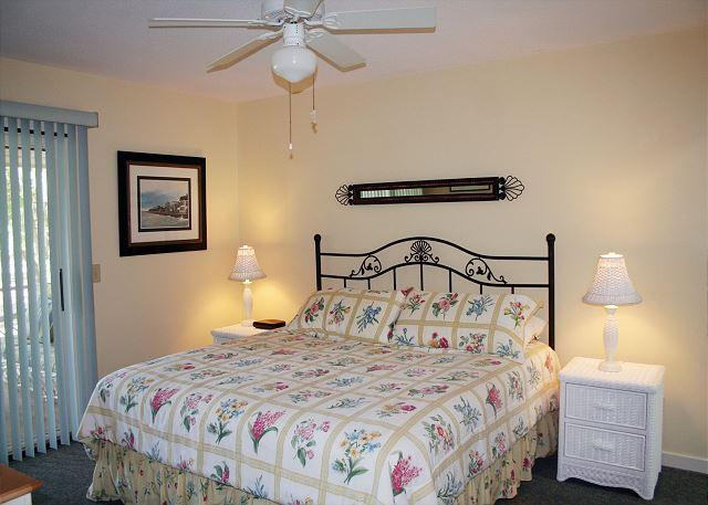 Master Bedroom with King bed, Flat Screen TV & Private Bath - 3 Bedroom House with Screened Porch overlooking Golf Course & Lagoon - Hilton Head - rentals