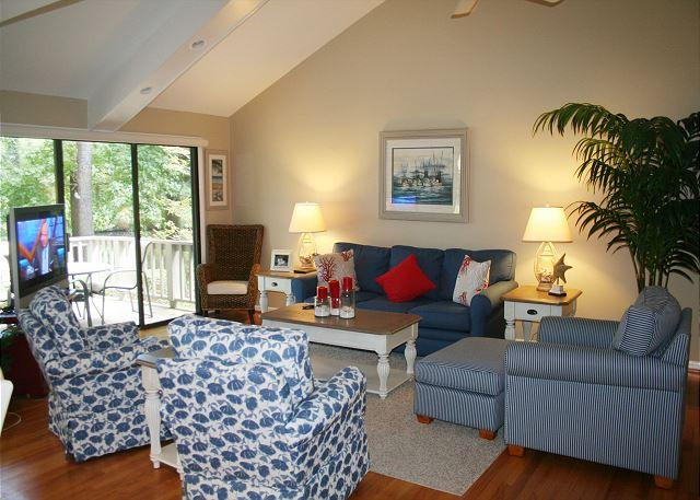 Living Room with Flat Screen TV - Charming 3 Bedroom Townhouse with Spectacular Lagoon & Wildlife Views - Hilton Head - rentals
