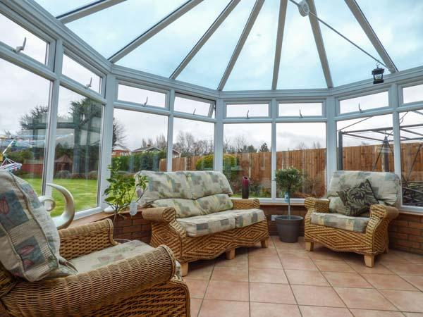 THE MAISEYS bungalow with one bed annexe, woodburner, WiFi, pet-friendly in Long Sutton Ref 933614 - Image 1 - Gedney - rentals