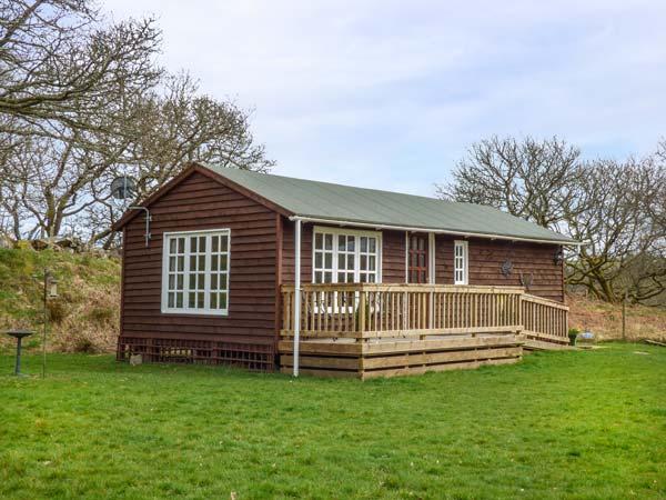 CROWLWM CHALET, en-suite, all ground floor, rural retreat, countryside views, Llanidloes, Ref 936637 - Image 1 - Llanidloes - rentals