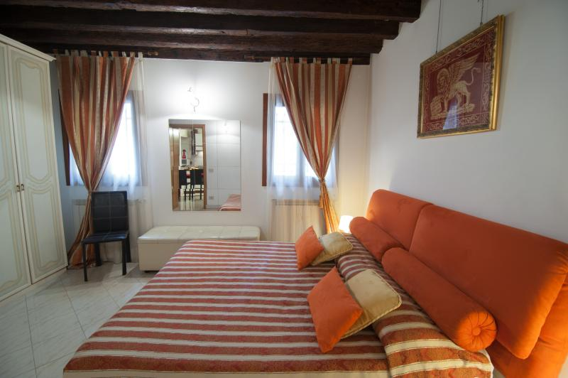 Real Venice centre,7 beds,air conditioning,internet wi fi, kithen use, all inclusive, 66 nice review - 2960 Ca Frari Apartment Real Venice Centre 6 Beds - Venice - rentals