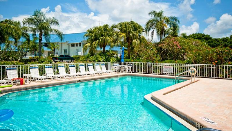 Clubhouse and Pool Area - Sandpiper - Bradenton - rentals