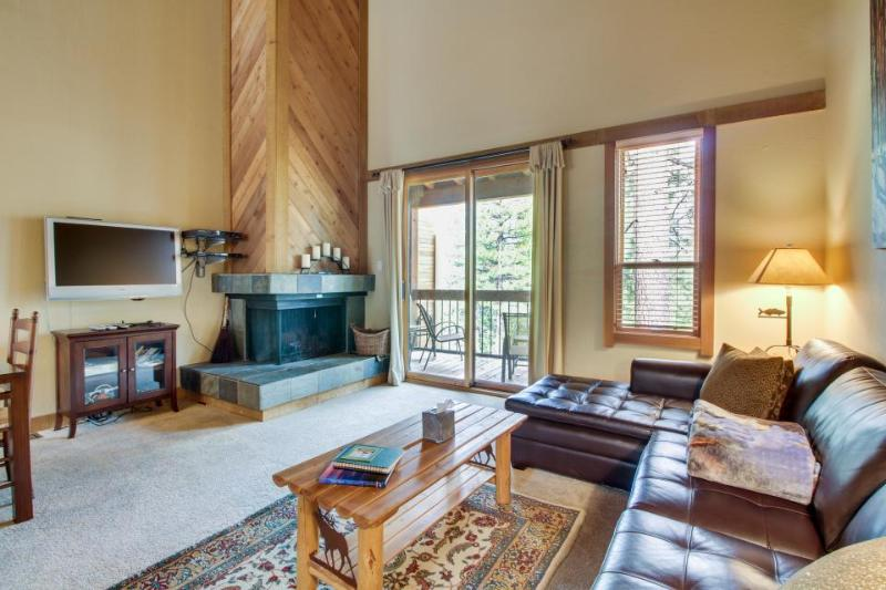 Comfortable condo w/ shared hot tub & pool - close to skiing & golf! - Image 1 - Truckee - rentals