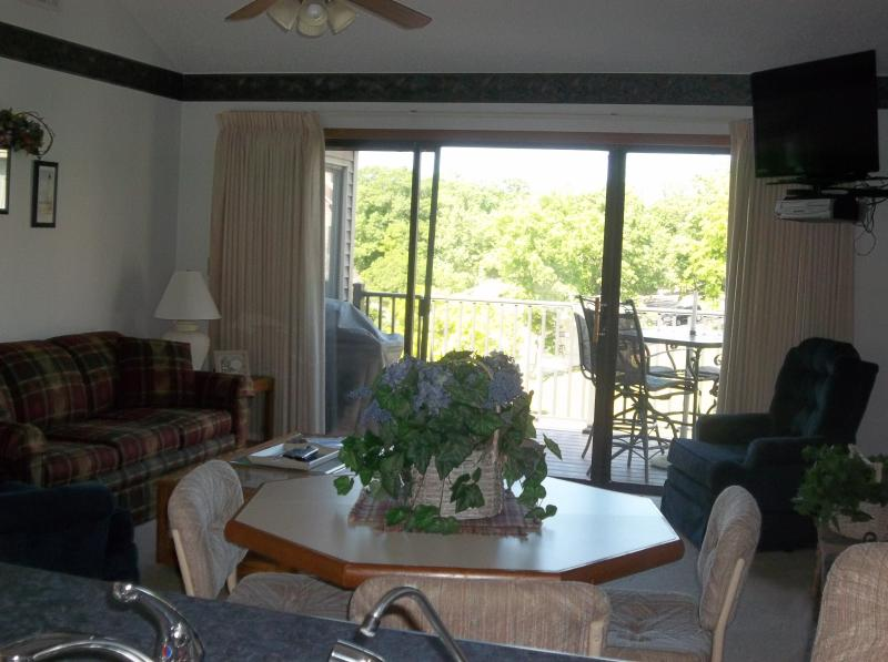 Beautiful 2 bedroom condo at Robinwood on Horseshoe Bend - Fall Special for Great Condo on Horseshoe Bend - Lake Ozark - rentals