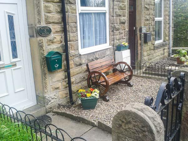 WATERS REACH, terraced cottage, open fire, Jacuzzi bath, WiFi, near Whaley Bridge, Ref 924617 - Image 1 - Whaley Bridge - rentals