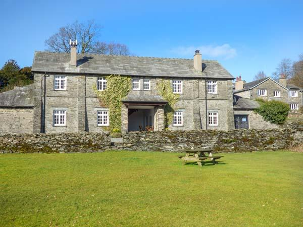 LOWESWATER one of eleven apartments in a courtyard setting, woodburning stove, pet-friendly in Sawrey Ref 935814 - Image 1 - Sawrey - rentals