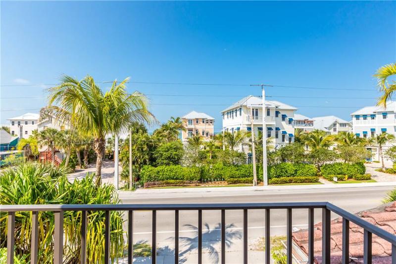 Casa Bella A, 3 Bedrooms, Sleeps 8 - Image 1 - Fort Myers Beach - rentals
