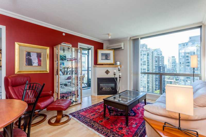 Living Room - Centrally Located Downtown Vancouver Condo - Cariboo - rentals