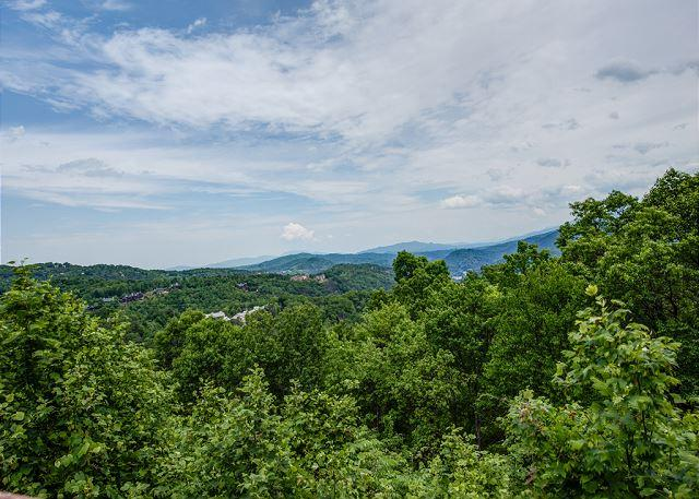 Spectacular views… and so much more! - Red Heaven   City and Mountain Views Gaming WiFi Hot Tub   Free Nights - Gatlinburg - rentals