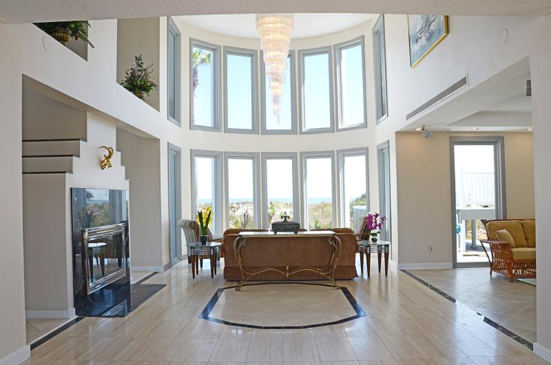Fall $pecial - Luxury Direct Ocean-Front #4901- 4b/4.5b - Image 1 - Ponce Inlet - rentals