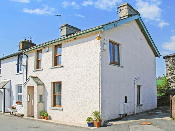 GARBURN COTTAGE, end-terrace. pet-friendly, private garden, in Staveley, Ref 937825 - Image 1 - Staveley - rentals