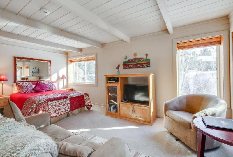 Recently updated, close to skiing, w/ shared pools, hot tub and sauna! - Image 1 - Sun Valley - rentals
