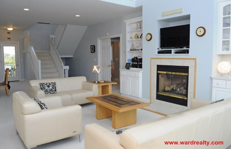 Living Room II - Spacious, Ocean View, Community Pool, Community Tennis Courts - Patient Tide - North Topsail Beach - rentals