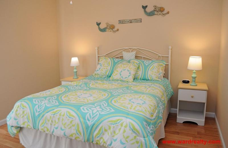 Back Bedroom with Queen - The Least of Our Worries - Surf City - rentals