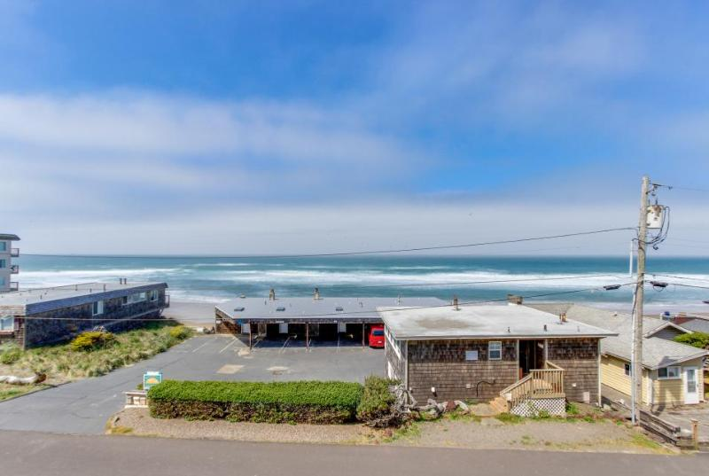 Oceanview condo; community amenities like shared pool & hot tub; walk to beach - Image 1 - Lincoln City - rentals