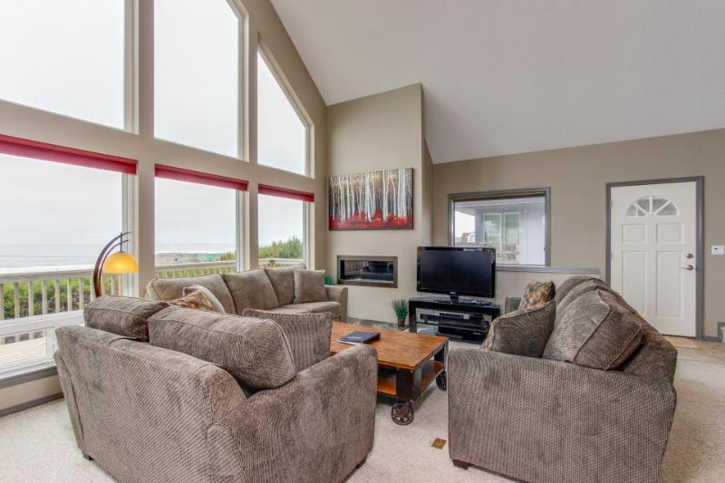 Private hot tub, dog-friendly, gorgeous ocean views! - Image 1 - Lincoln City - rentals