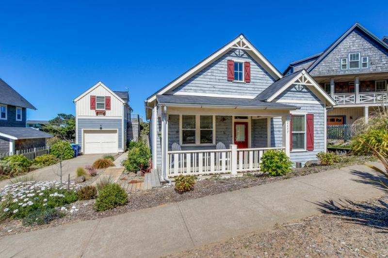 Beautiful, family-friendly house near beach access w/shared pool, gym, & more! - Image 1 - Lincoln City - rentals