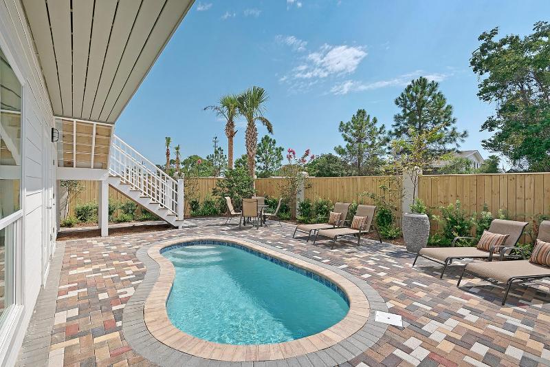 EMERALD SERENITY: Modern-Pool-Golf Cart-Gulf Views - Image 1 - Miramar Beach - rentals