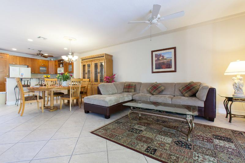 Living Room - Luxury Family Town-Home,walk distance to the beach - Lauderdale by the Sea - rentals