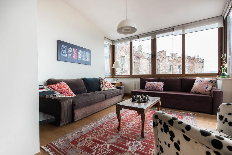 Living Room - Winter discount! Nu renov, vus frm nearly every rm - Istanbul - rentals