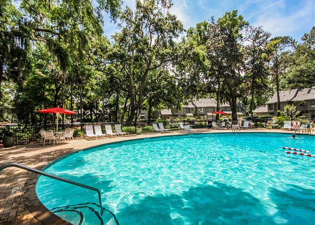 Community Pool - Greens 203, End Unit 1 Bedroom, Large Pool, Golf View, Sleeps 4 - Hilton Head - rentals