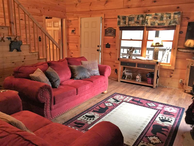 Comfy, cozy, romantic .. just waiting for you! - Cute as a bear cub, and location is the best! - Townsend - rentals