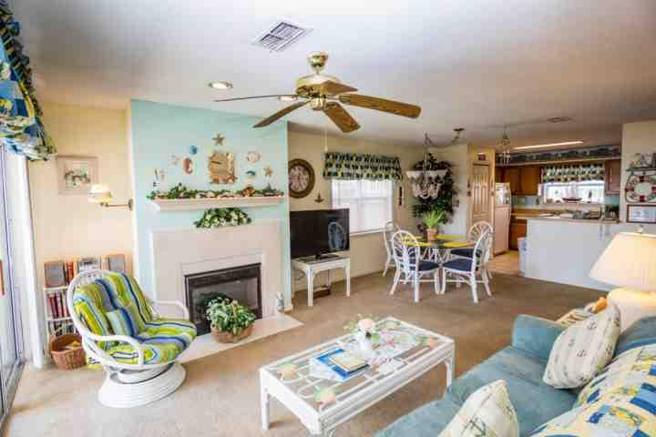 "Cute ""beachy"" decor says vacation every day. - Cape Coddages II 101 - Surfside Beach - rentals"