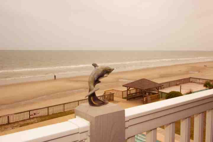 The dolphin points the way to beach fun - Mariners Watch 302 - Garden City - rentals