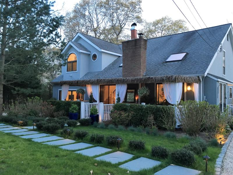 Front of the house - A cozy, charming B&B in East Hampton - East Hampton - rentals