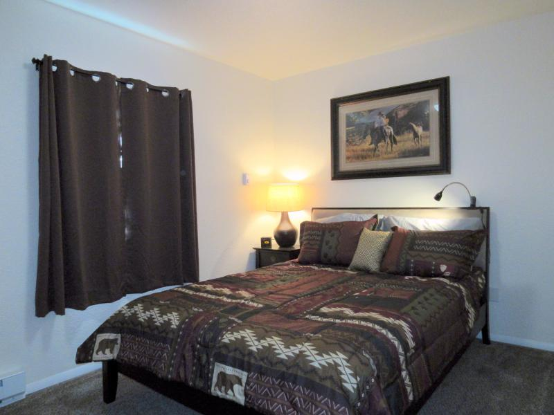 Cozy master bedroom with queen bed. - 2 Bedroom Condo, In Town, 5 blocks to Yellowstone - West Yellowstone - rentals