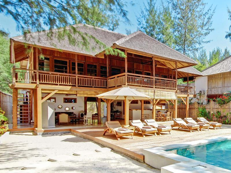 The Gili Beach Resort - Image 1 - Gili Trawangan - rentals