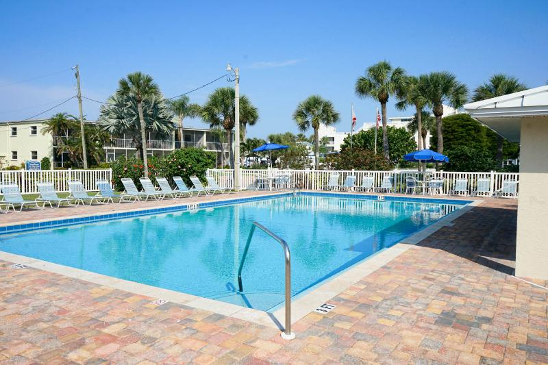 Only 150 yards to Crescent Beach and heated pool! - Image 1 - Siesta Key - rentals