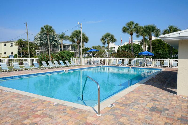 Only 150 yrds to Siesta Key Beach and heated pool! - Image 1 - Siesta Key - rentals