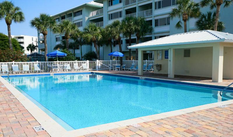 Siesta Key garden Studio 150 yards to the beach! - Image 1 - Siesta Key - rentals