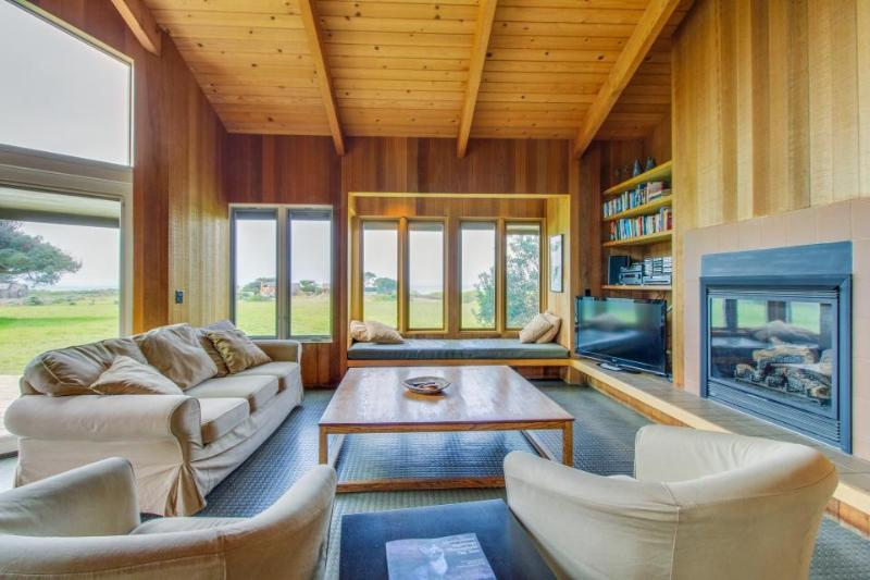 Near Walk On Beach w/private hot tub, shared pool, & ocean views, dogs OK! - Image 1 - Sea Ranch - rentals