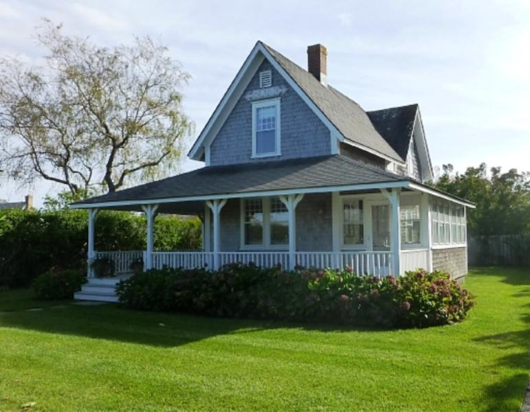 4 Bedroom 2 Bathroom Vacation Rental in Nantucket that sleeps 8 -(10352) - Image 1 - Nantucket - rentals