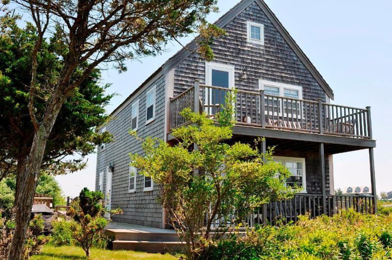 3 Bedroom 2 Bathroom Vacation Rental in Nantucket that sleeps 6 -(3546) - Image 1 - Nantucket - rentals