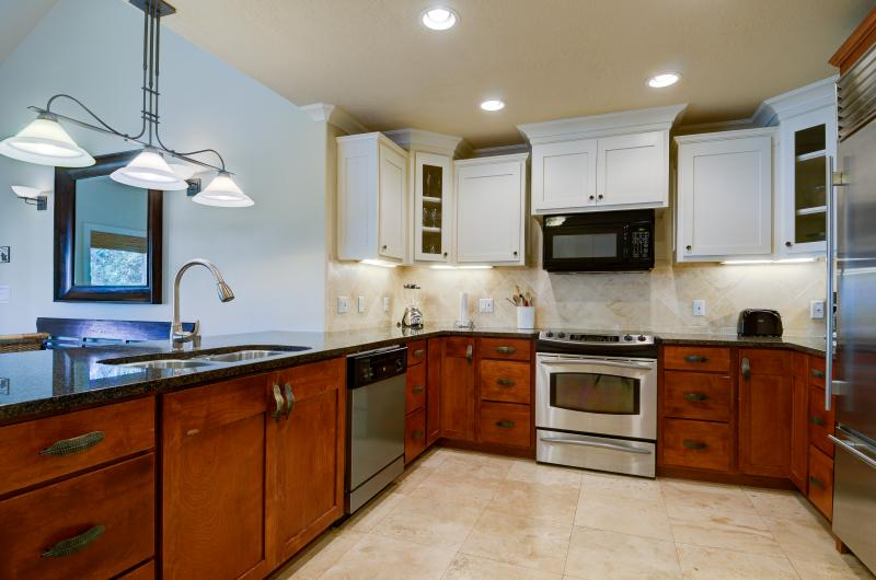 Kitchen area - Regency Villas 3 bdrm 3 bath+loft, sleeps 8-10 A/C - Poipu - rentals