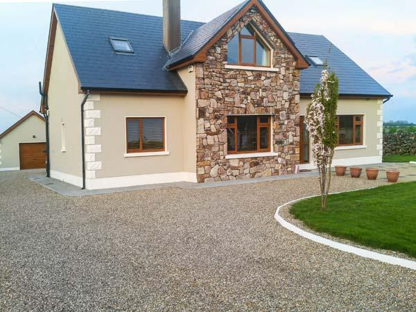 A COUNTRY VIEW COTTAGE detached, en-suites, games room, conservatory, Athenry Ref 934705 - Image 1 - Athenry - rentals