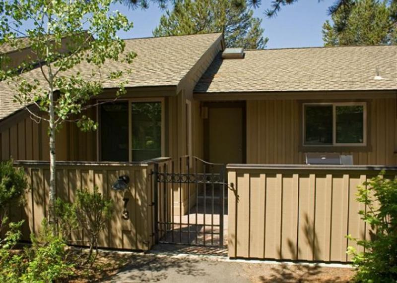 Condo w/ beautiful view plus shared pool, tennis courts, & SHARC passes - Image 1 - Sunriver - rentals