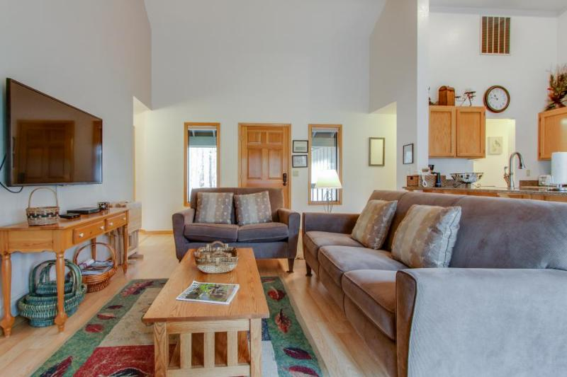 Bright, modern home with private hot tub - central location, free SHARC access! - Image 1 - Sunriver - rentals