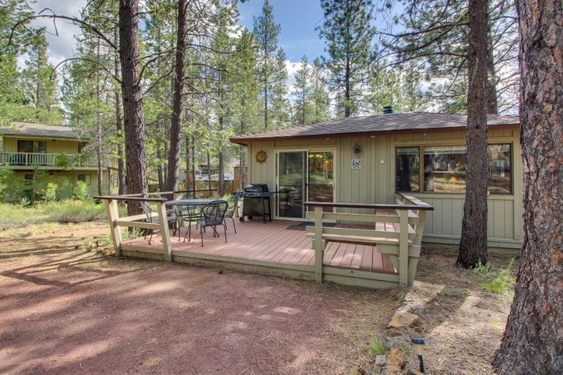Comfortable family-friendly Sunriver retreat, dogs okay! - Image 1 - Sunriver - rentals