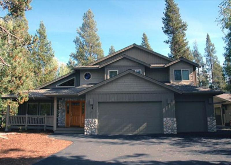 Great Sunriver location near the river with a hot tub! - Image 1 - Sunriver - rentals