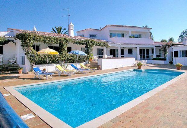 6 bedroom Villa in Clube Carvoeiro, Carvoeiro, Algarve, Portugal : ref 1717041 - Image 1 - Carvoeiro - rentals