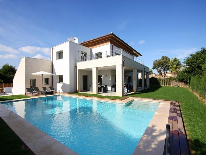 5 bedroom Villa in Puerto Pollenca, Mallorca, Mallorca : ref 2006079 - Image 1 - Port de Pollenca - rentals