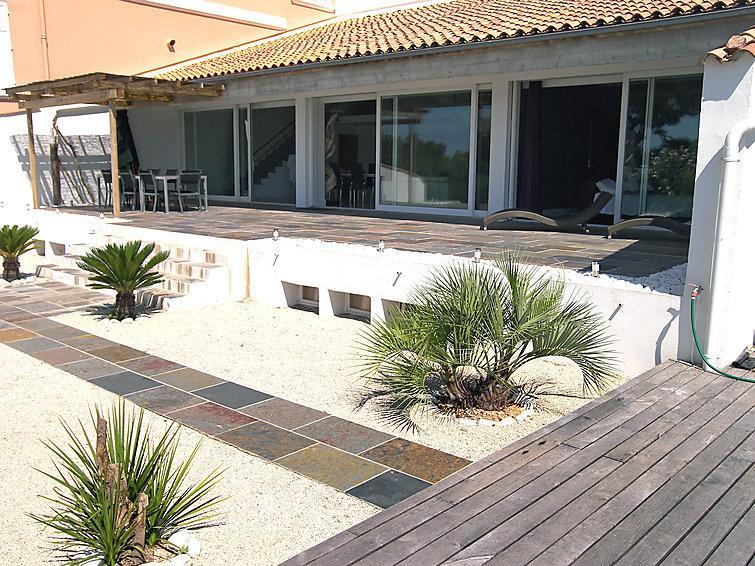 5 bedroom Villa in Hyeres, Cote d'Azur, France : ref 2008280 - Image 1 - Hyères - rentals